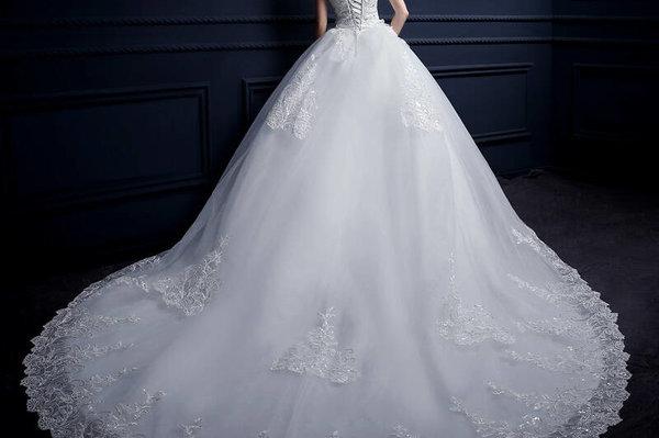 微胖新娘穿什么婚纱显瘦,教你如何根据自己身材挑选婚纱